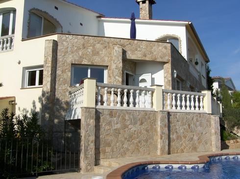Двухэтажный дом  в г. Ллорет де Мар