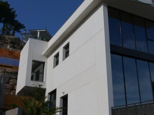 Новый дом в стиле - модерн в г. Ллорет де Мар