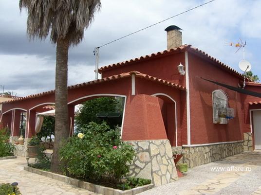 Дом в окрестностях Росаса в тихой зелёной