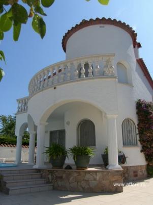 Дом в престижной зоне Ампуриябрава.