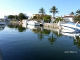 Дом на канале в Ампуриябрава.