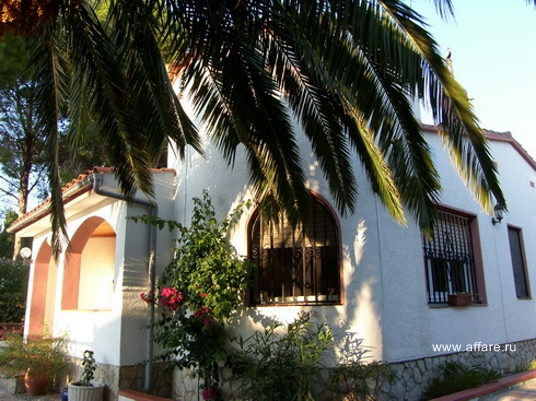 Дом в престижной зелёной зоне г. Ампуриябрава