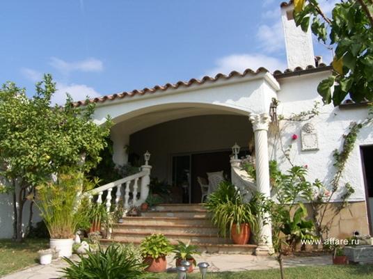 Дом на широком канале в престижной зоне Ампуриабрава