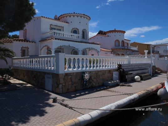 Дом на канале в г. Росас