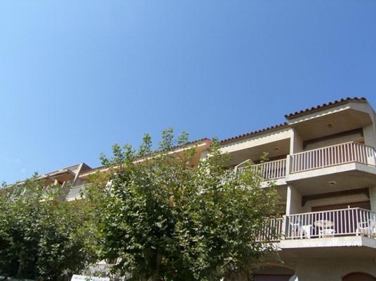 Квартира на последнем этаже трёхэтажного дома в г. Ампуриабрава