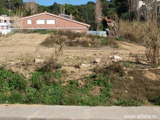 Два участка на первой линии моря в 30 км от Барселоны