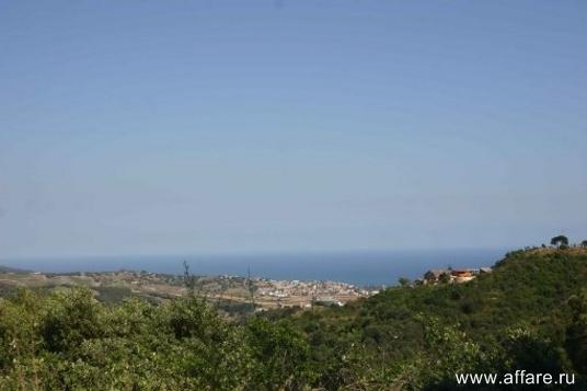 Очень близко от Барселоны участок 870 кв.м равнинного рельефа с прекрасным видом на море