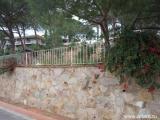 Три участка по 700 кв.м в одной линии находящейся в центре урбанизации с готовыми стенами протекции