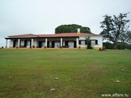 Вилла в городе Santo Estevão