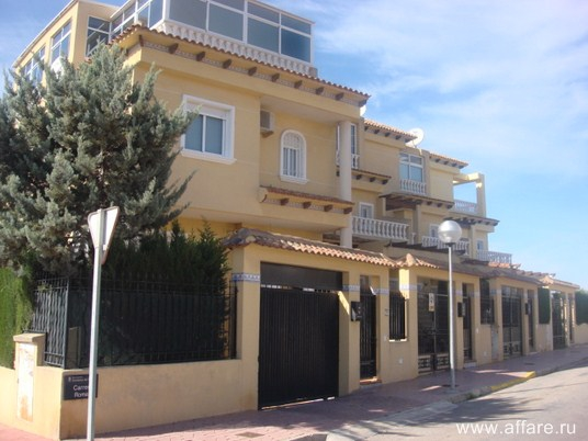 Роскошный пентхаус в Guardamar del Segura с участком и всеми удобствами