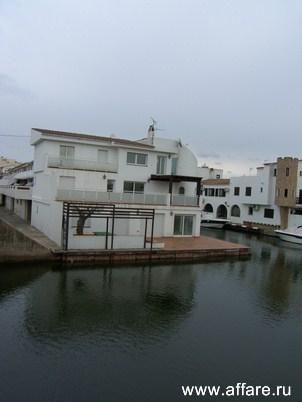 Великолепный дом на канале в Empuriabrava