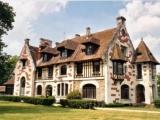 Изящный замок, расположенный над Сеной, в 1часе от Парижа