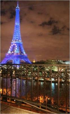 Париж, квартира напротив Эйфелевой башни