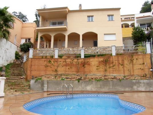 Новый дом с видом на море в городе Ллорет де Мар